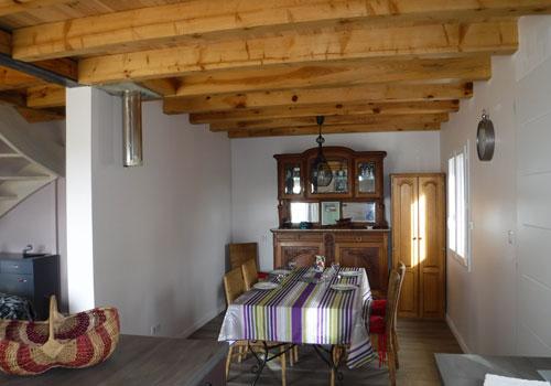 Vue du coin repas du gîte Lou Saltret en hébergement pour curiste près de Bagnols les Bains