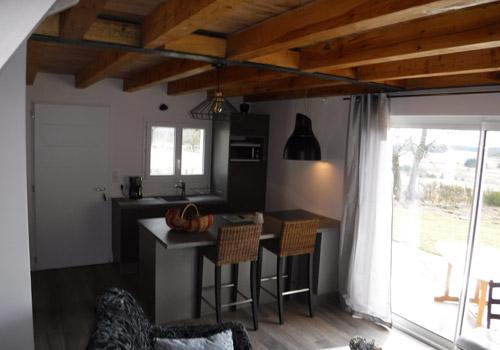 Vue de la cuisine du giîte rural Lou Saltret en Lozère en région Occitanie