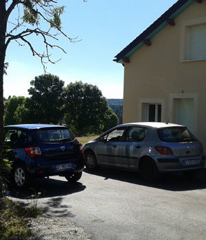 Parking privatif; du gîte rural Lou Saltret en Lozère