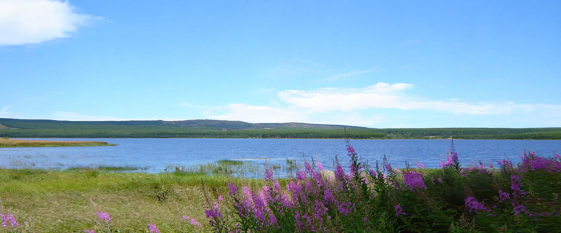 Vue du lac de Charpal situé à quelques kilomètres du gîte Lou Saltret en région Occitanie